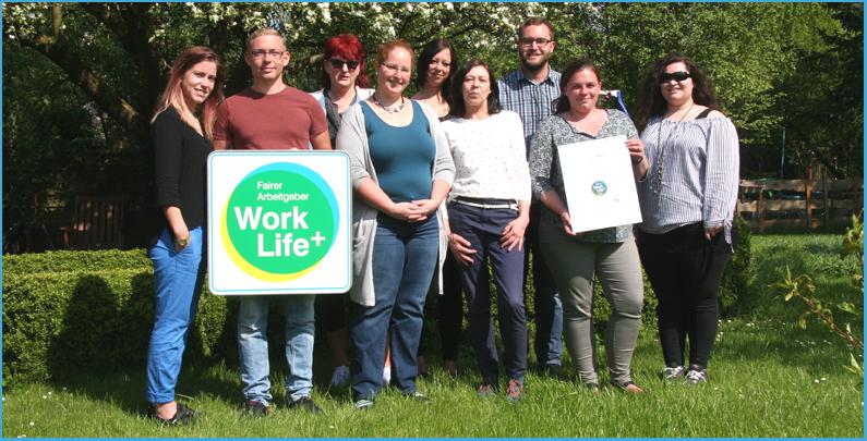 Das Team vom Pflegedienst Sempf freut sich über die Auszeichnung mit dem Work Life Plus Arbeitgebersiegel
