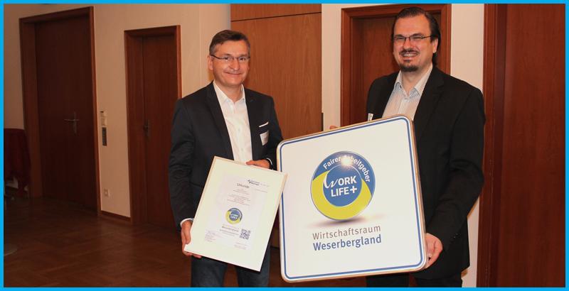 Geschäftsführer Lutz Reimann freut sich über die Auszeichnung als fairer Arbeitgeber Weserbergland