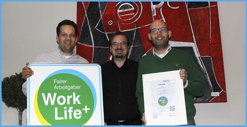 Frederik und Alexander Eggers sind stolz auf die Auszeichnung als faire Arbeitgeber mit dem Work Life Plus Arbeitgebersiegel, fairer Arbeitgeber