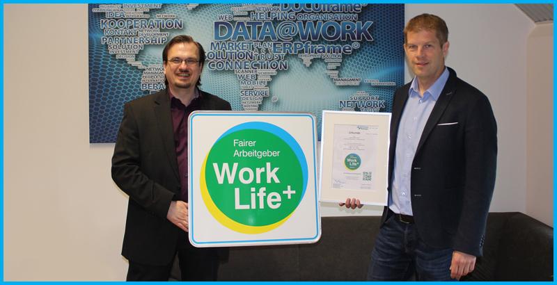 Übergabe des Work Life Plus Arbeitgebersiegels an Ralf Garben, Geschäftsführer der Data at Work GmbH, Bad Münder